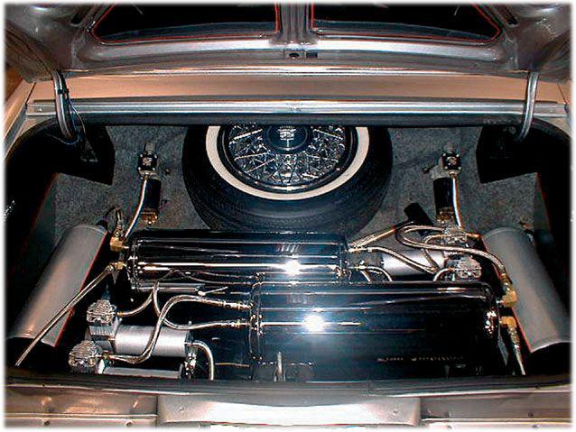 Мошная пневматическая система в багажнике Кадиллака