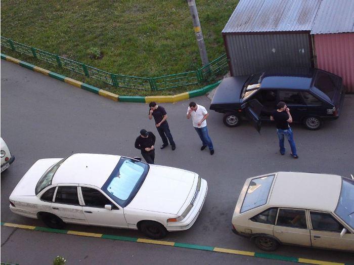 Ford Crown Victoria Police Interceptor всегда привлекает внимание! Только купил, ещё со следами клейкой ленты. Какие-то ребята проезжали мимо, остановились, смотрят….!